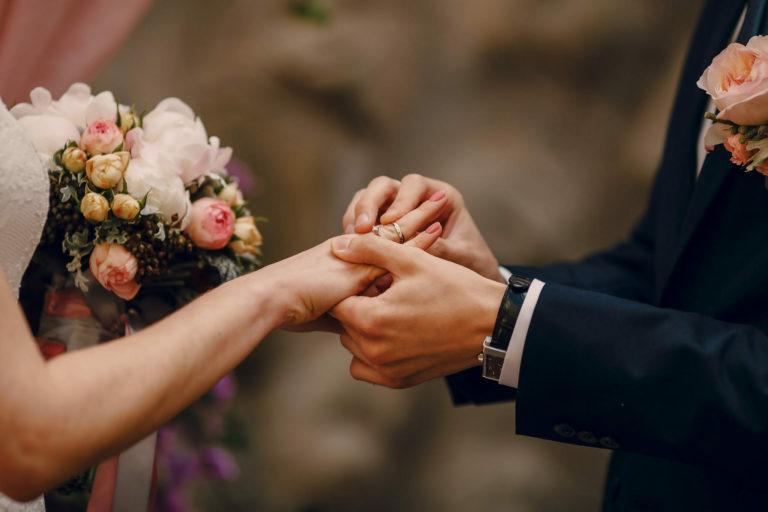 Rola mężczyzny w przygotowaniach do ślubu – wsparcie mentalne.